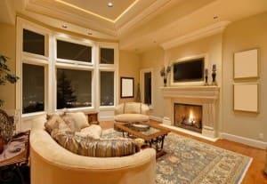 Камин в гостиной в стиле классик