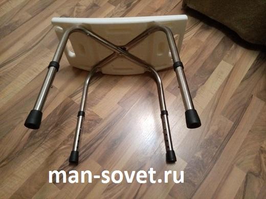 Стул лежит на боку для душа для инвалидов и пожилых людей